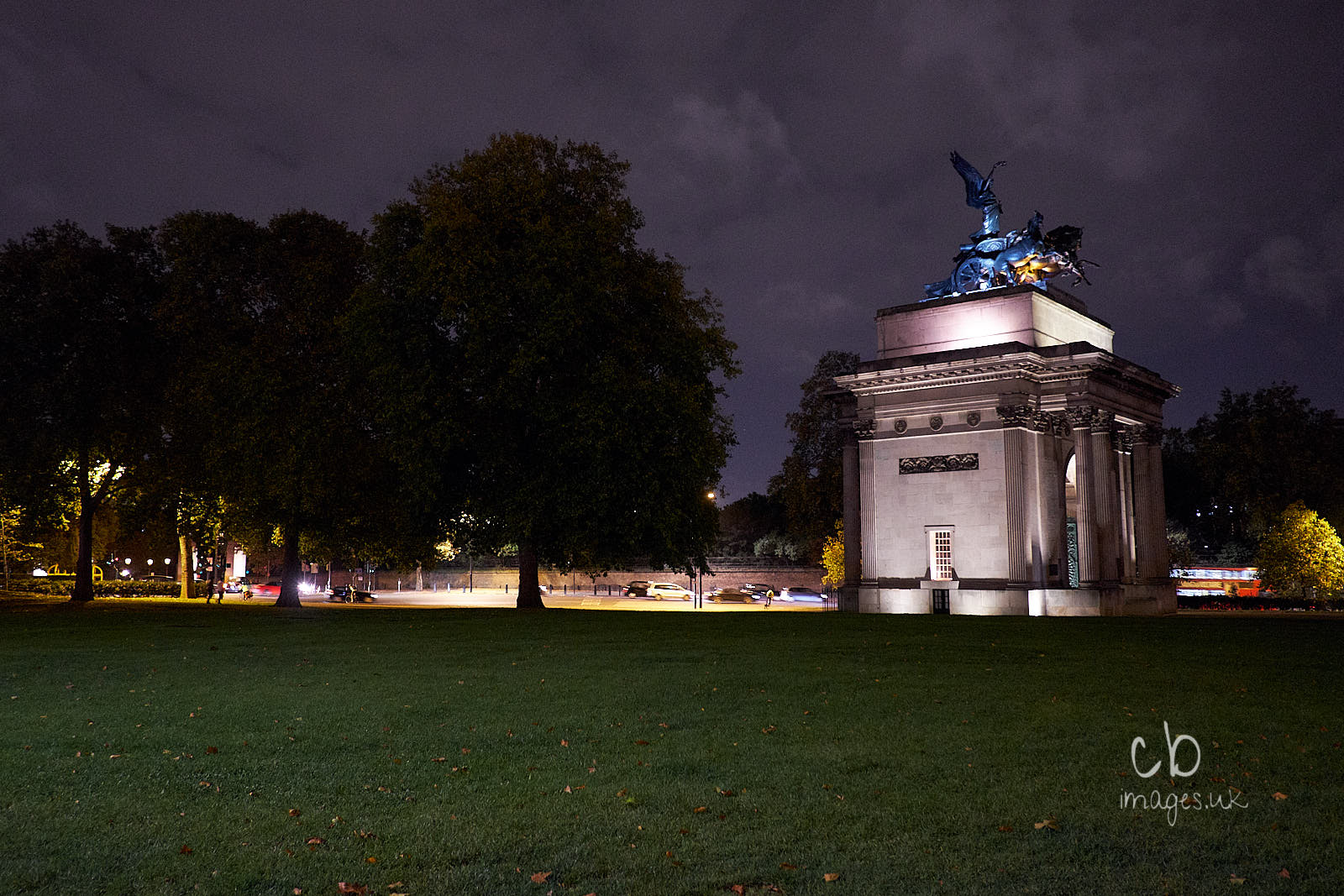Lights and monument at Hyde Park Corner